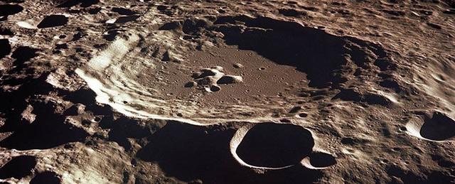 bề mặt mặt trăng có gì