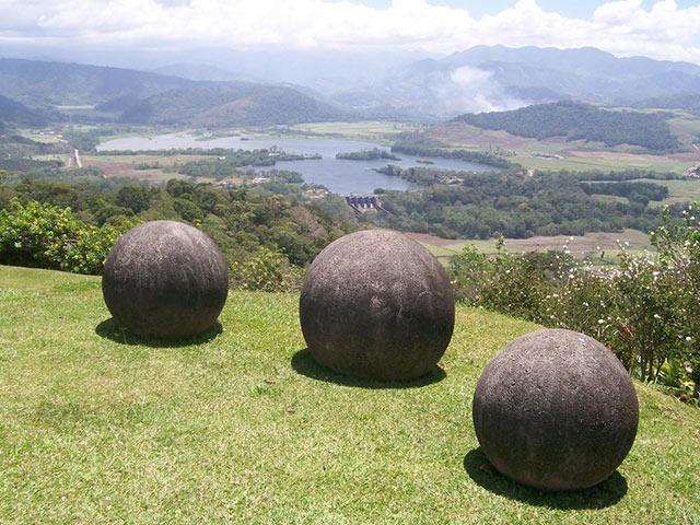 Những quả cầu đá lặng lẽ trường tồn ở Costa Rica