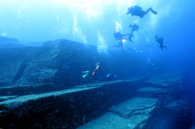 Sự thật nào về những bậc đá khổng lồ dưới biển Nhật Bản?