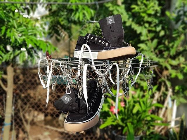 Không nên phơi giày dưới trời nắng gắt để giày luôn bền đẹp