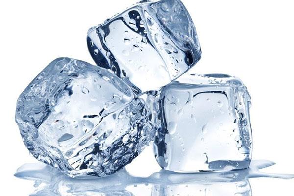 Tận dụng đá lạnh để làm cứng và loại bỏ keo dính chuột