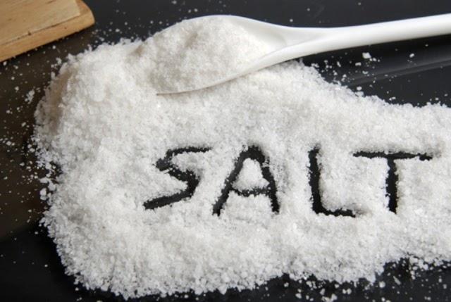 Nếu chỉ là vết ố thì có thể dùng muối để tẩy rửainox