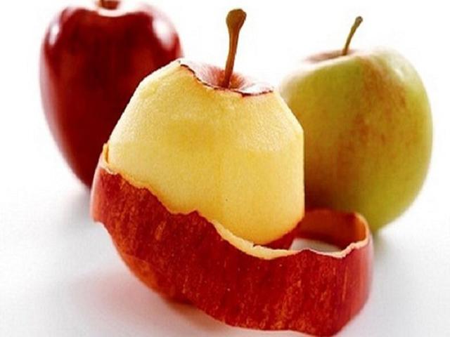 Cách làm sạch nồi nhôm bị đen bằng vỏ táo