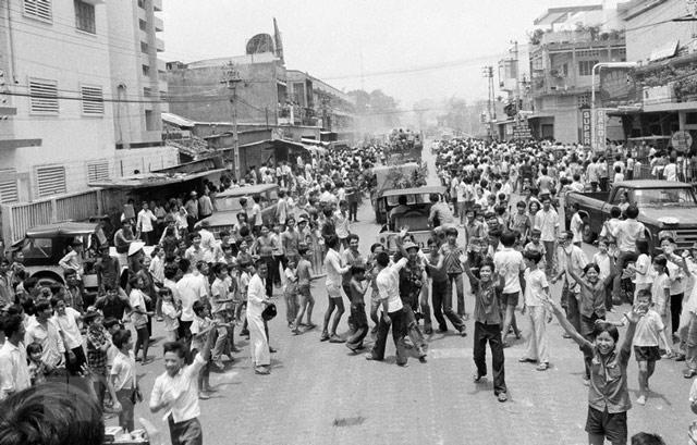 Giải phóng miền Nam thống nhất đất nước 30-4-1975