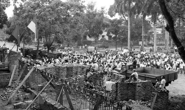 Giải phóng miền Nam thống nhất đất nước 30-4