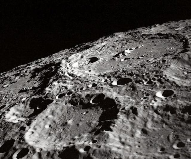 Bề mặt mặt trăng