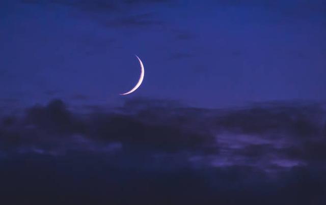 vì sao mặt trăng phát sáng